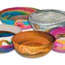 košíky z barvené prádlové šňůry